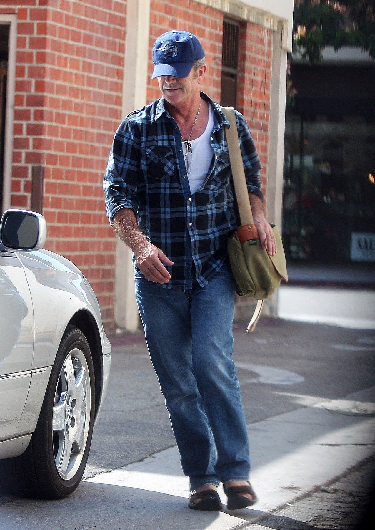 Mel Gibson Comes Out of Hiding (PHOTOS)
