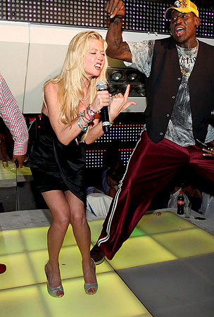 Tara Reid Parties Her Pants Off (PHOTOS)