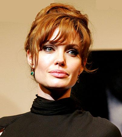 How Angelina Jolie Allegedly Seduced Brad Pitt