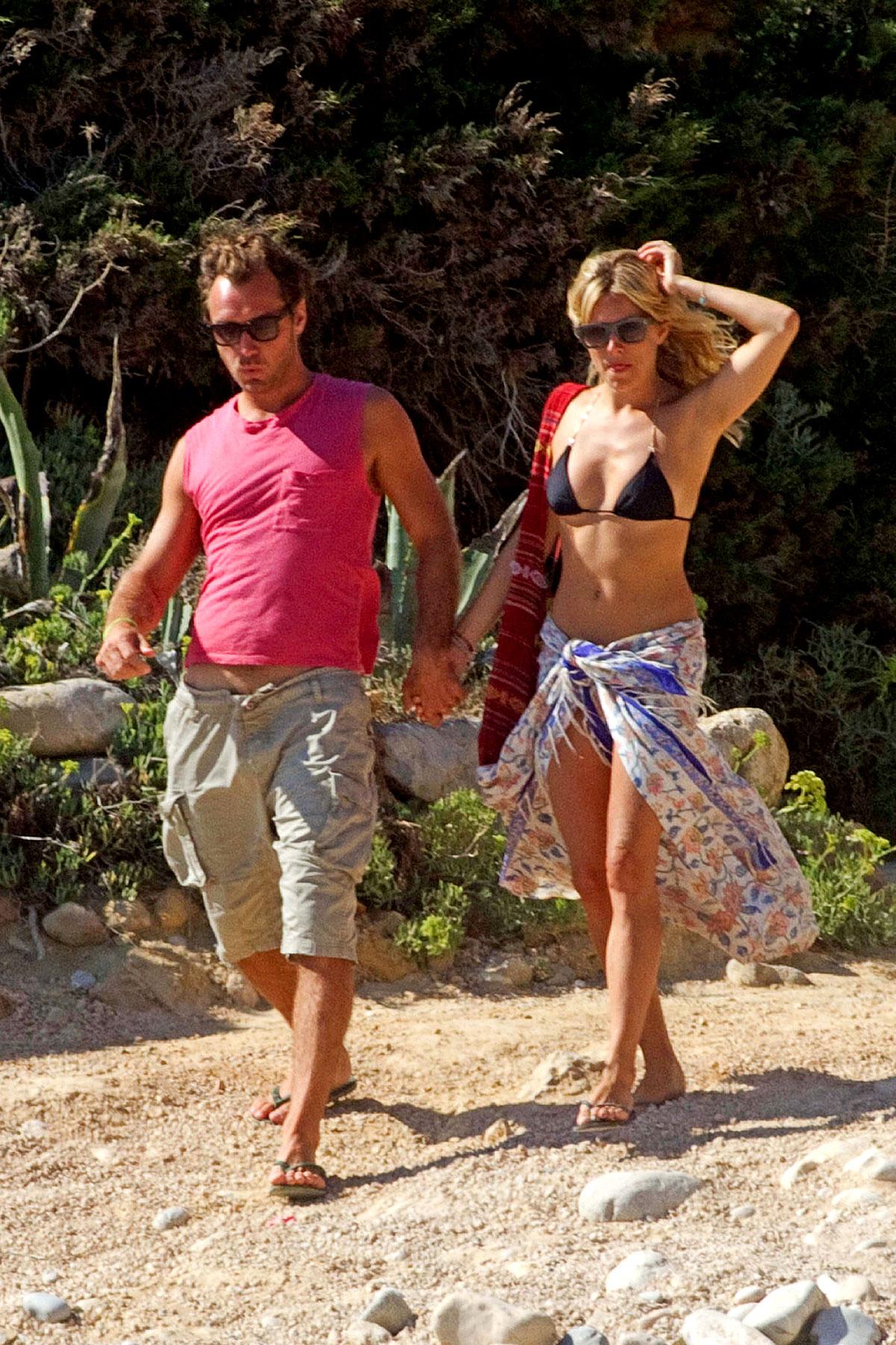 Jude Law & Bikini-Rocking Sienna Miller Vacation in Ibiza (PHOTOS)