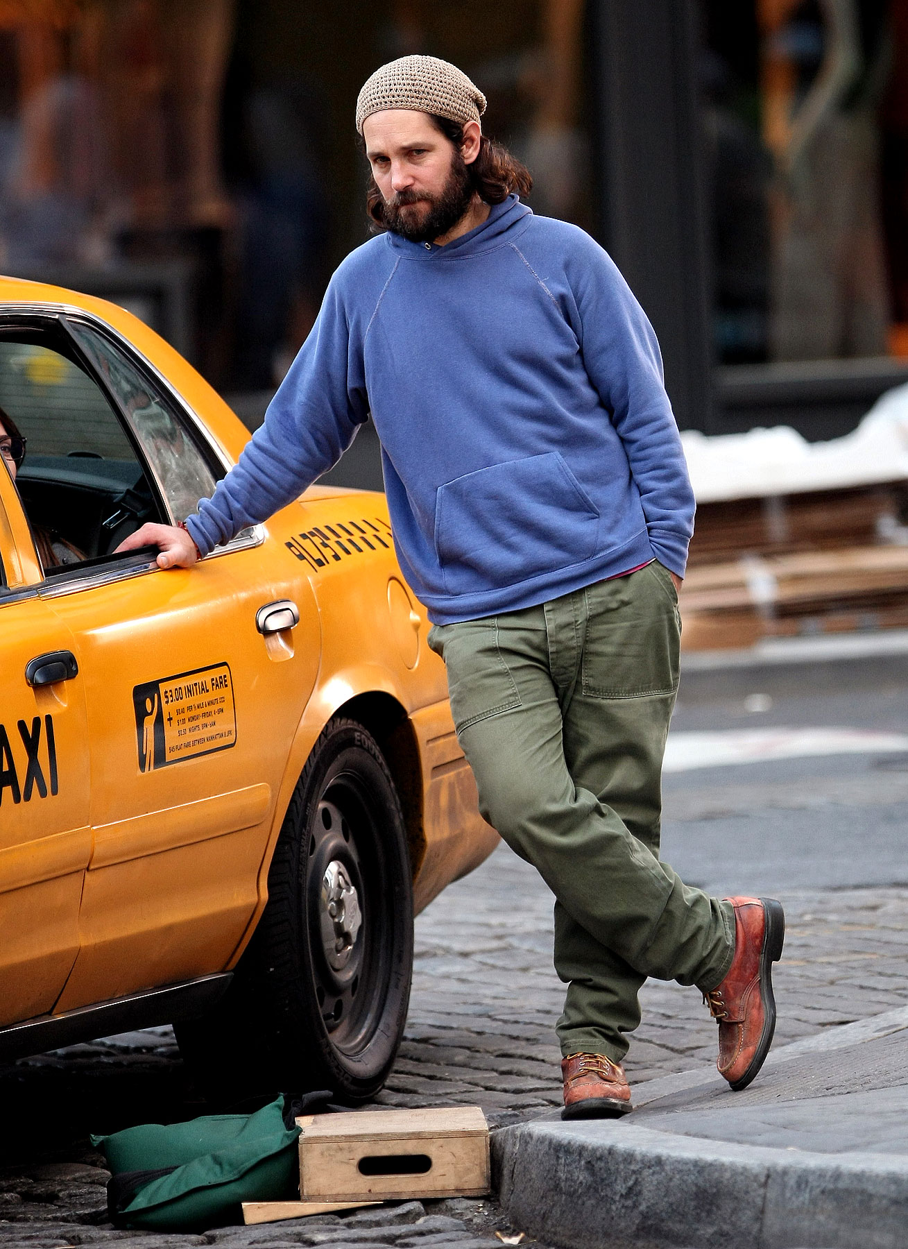 Hairy Paul Rudd Films 'My Idiot Brother' in NYC (PHOTOS)