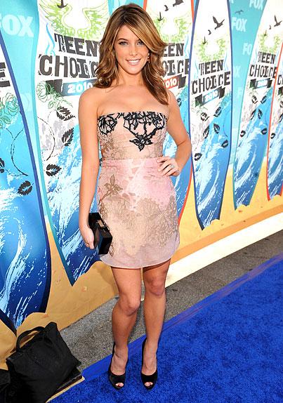 Ashley Greene Goes Nude at the Teen Choice Awards 2010 (PHOTOS)