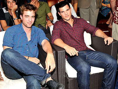 Taylor Lautner: Hotter Than Robert Pattinson?