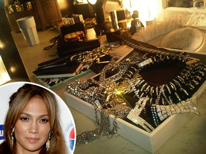 Jennifer Lopez Tweets Her Bling