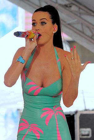 Katy Perry Prefers Gay Bars