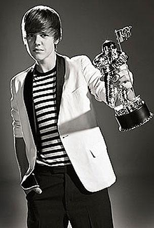 Justin Bieber Prepares For VMA Domination (VIDEO)