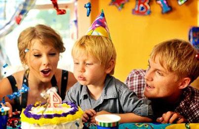 Taylor Swift's 'Mine' Video: New Still