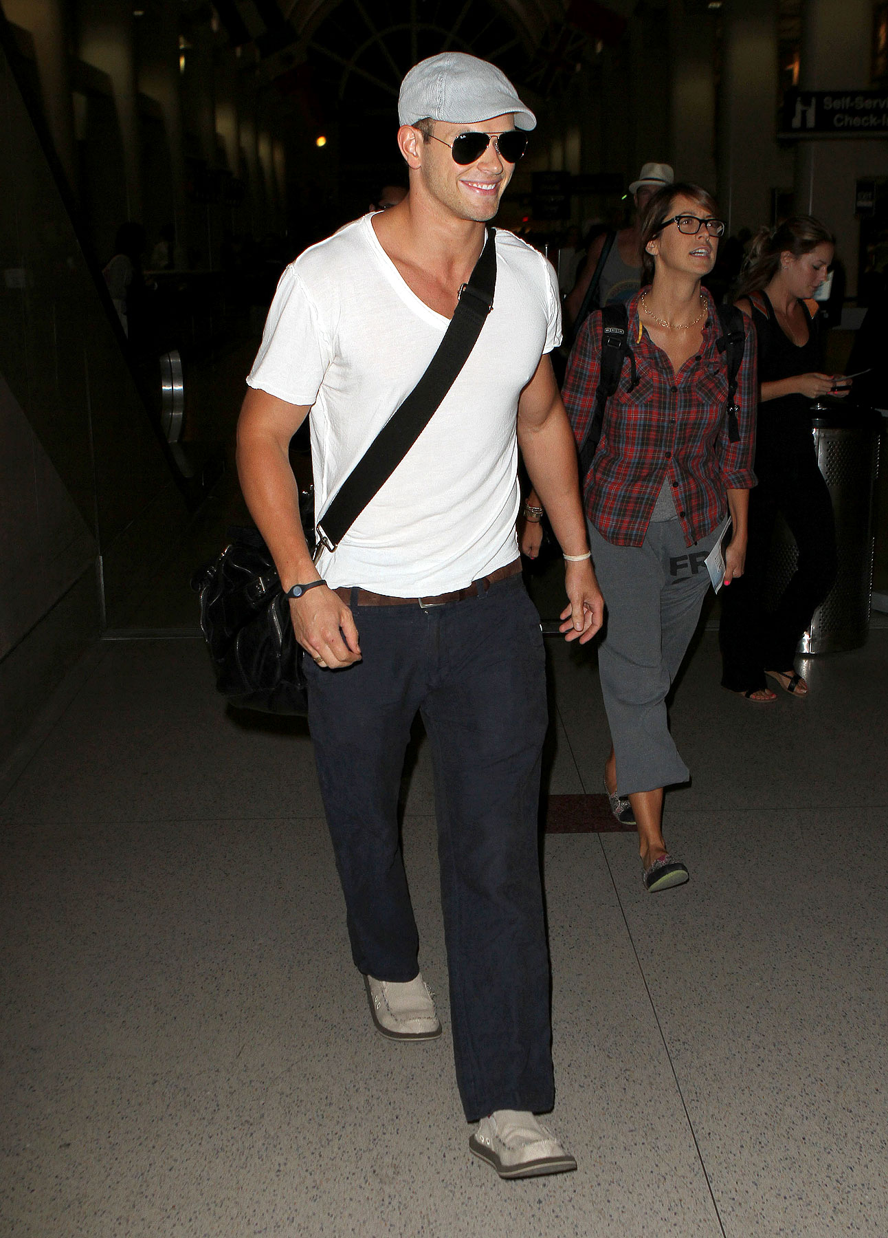 Kellan Lutz Flies the Really Friendly Skies (PHOTOS)