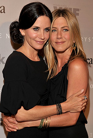 Jennifer Aniston and Courteney Cox Reunite for Cougar Town