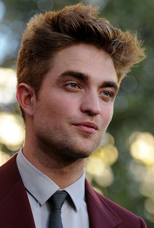 BUZZINGS: Robert Pattinson Wins Kissing Contest