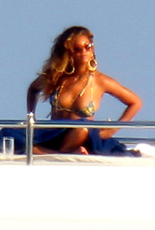 Beyonce Bikinis on a Boat (PHOTOS)