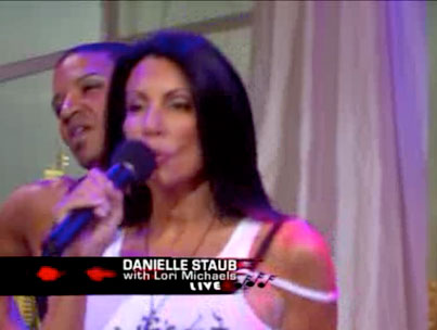 Danielle staub sings live video celebuzz for Where do real housewives of new jersey live