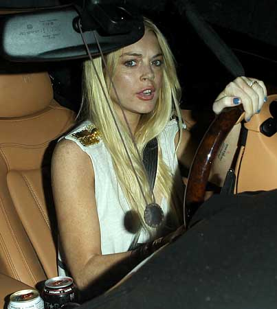 Lindsay Lohan Pulled Over By the Cops (VIDEO)