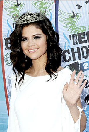 Selena Gomez Is Your New Teen Queen!