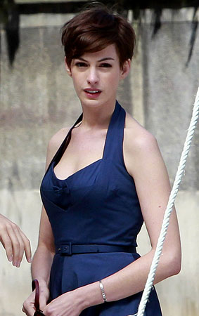Anne Hathaway's New Short Haircut: Yay or Nay? (PHOTOS)