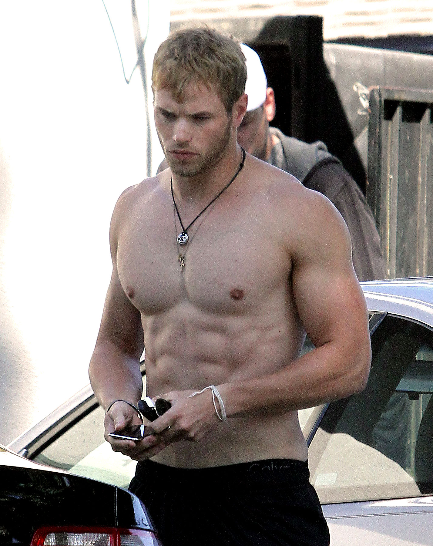 Kellan Lutz Shows Off His Fab Abs (PHOTOS)