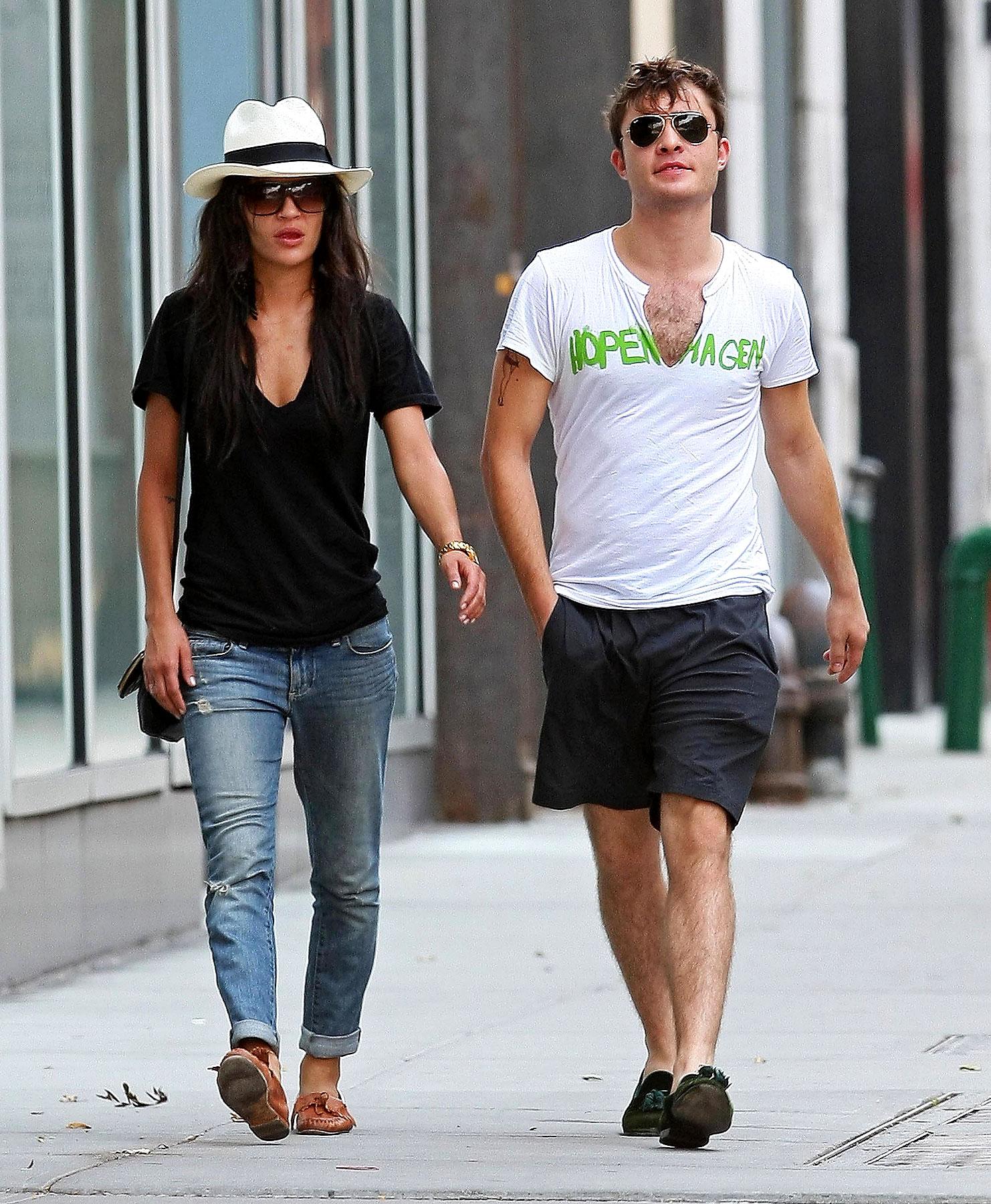 Jessica Szohr & Ed Westwick Stroll in NYC (PHOTOS)