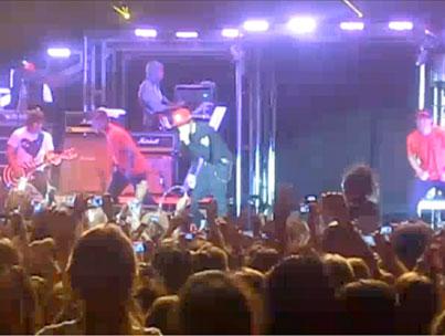 Justin Bieber Gets Strung Up on Stage! (VIDEO)