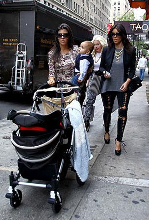 Kim and Kourtney Kardashian's Big City Stroll (PHOTOS)