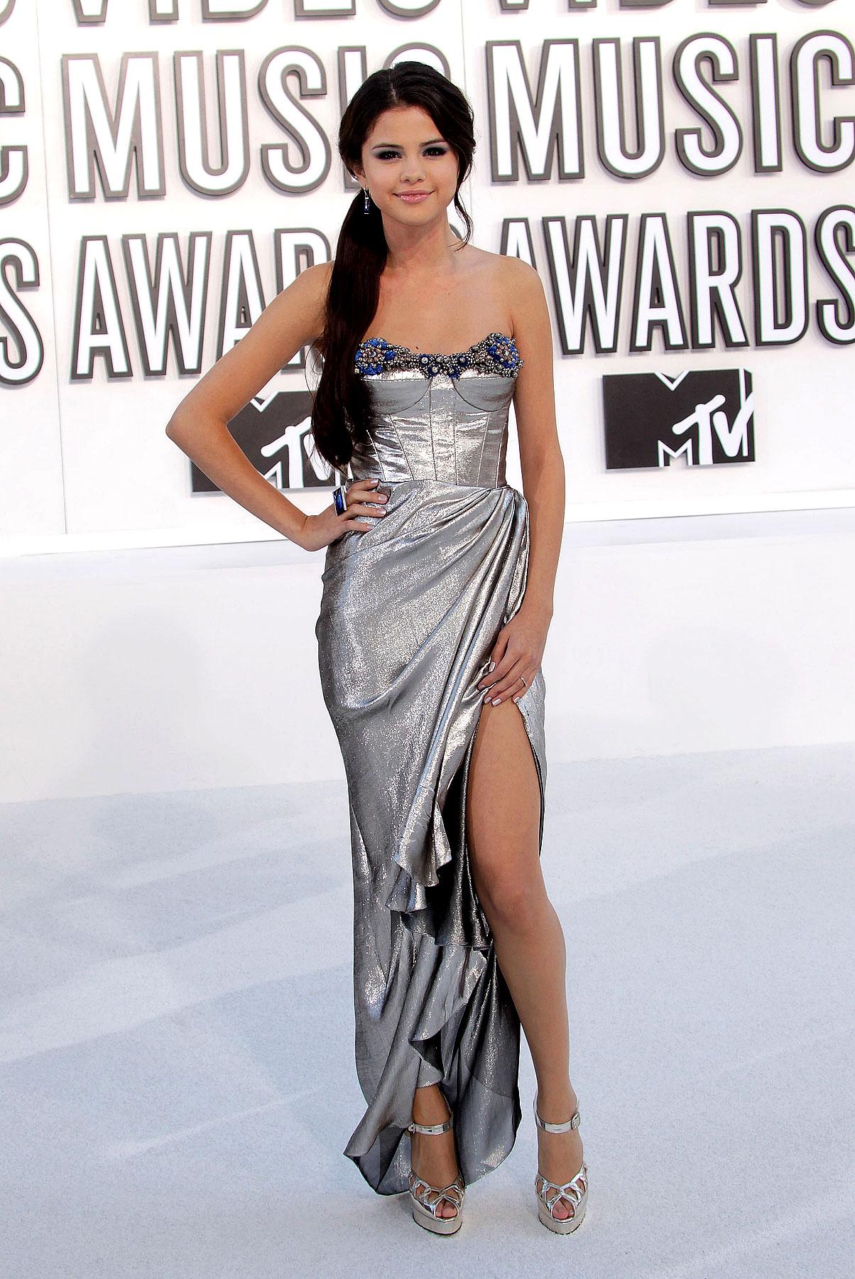 Selena Gomez at 2010 MTV Video Music Awards (PHOTOS)