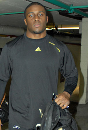Reggie Bush Gives Up Heisman Trophy