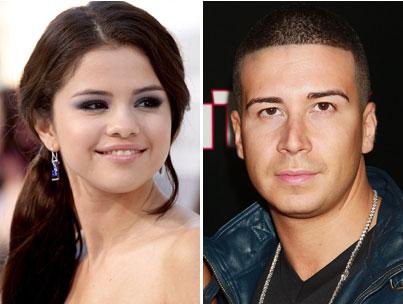 Selena Gomez Rejects Vinny at the VMAs (VIDEO)