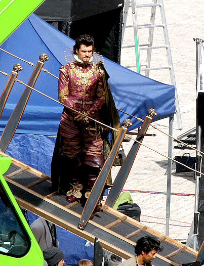 Orlando Blooms Suits Up For 'Three Musketeers' (PHOTOS)