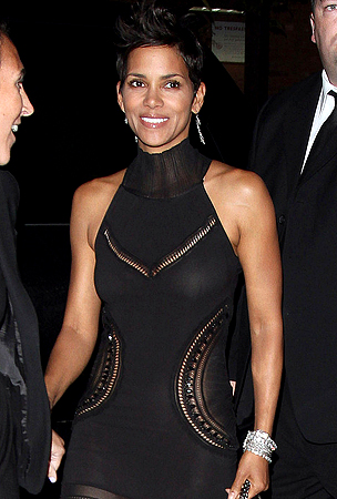 Halle Berry's Skin-Tight Dress (PHOTOS)