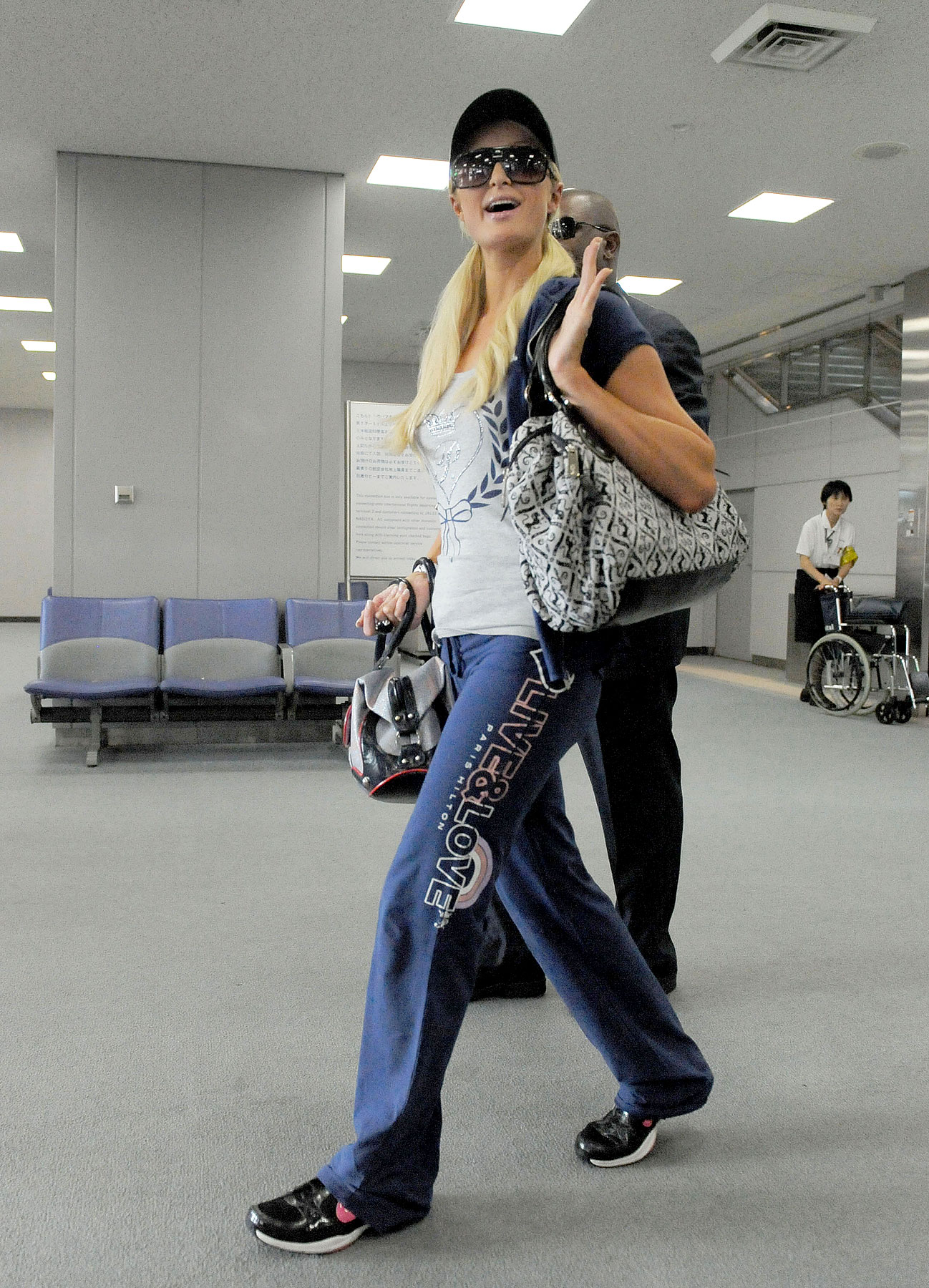 Paris Hilton Booted From Japan (PHOTOS)
