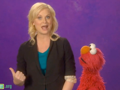 Amy Poehler's Cleavage-Free Play-Date With Elmo (VIDEO)-photo