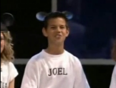 Vintage Taylor Lautner as a Mouseketeer! (VIDEO)-photo