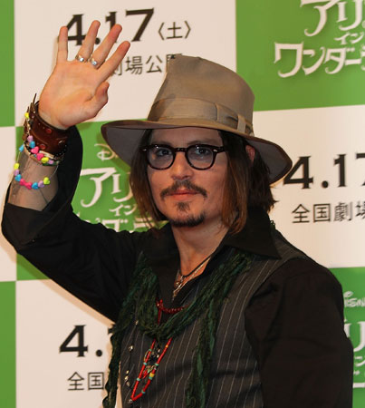 Johnny Depp Surprises Young Pirates (VIDEO)