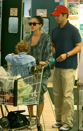 Jessica Alba and Family Stock Up at Whole Foods (PHOTOS)