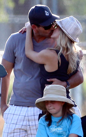 LeAnn Rimes and Eddie Cibrian Make Out (PHOTOS)