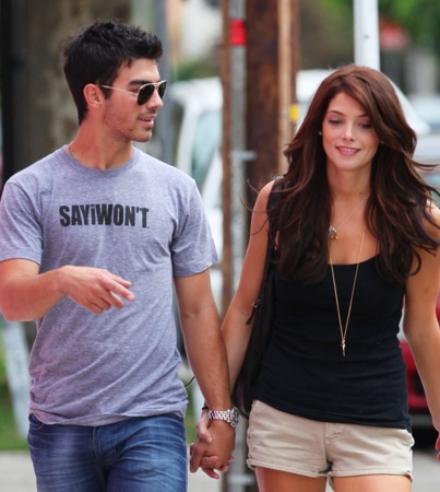 Is Joe Jonas Proposing to Ashley Greene?
