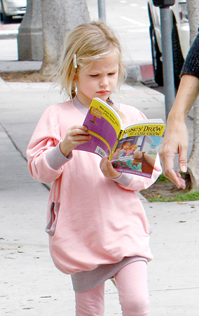 Violet Affleck Loves Her Some Nancy Drew (PHOTOS)