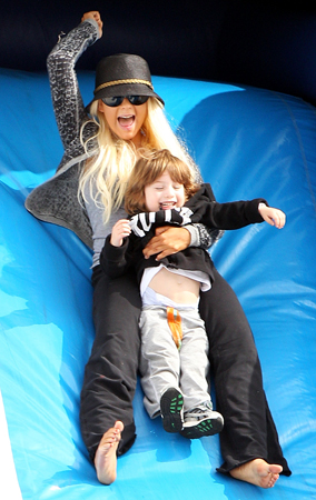 Christina Aguilera Takes Max to the Pumpkin Patch (PHOTOS)