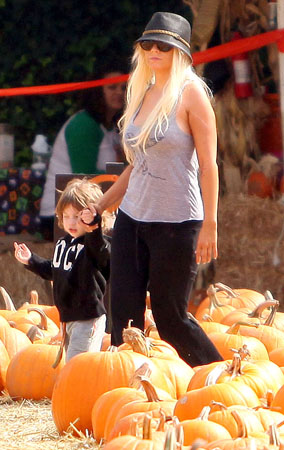 Celebs at the Pumpkin Patch (PHOTOS)