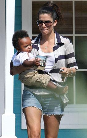 Sandra Bullock and Baby Louie's Puppy Love (PHOTOS)