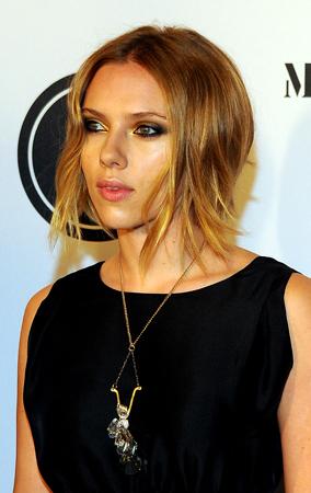Scarlett Johansson's Cute New Bob (PHOTOS)