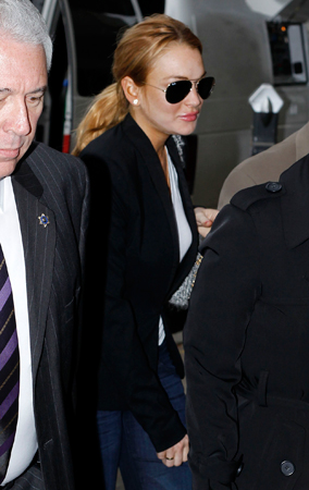 Lindsay Lohan Walks Into Court (PHOTOS)