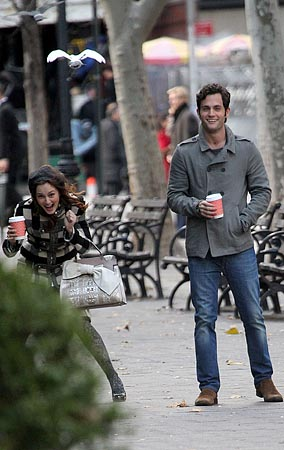 'Gossip Girl' Stars Attacked by a Pigeon! (PHOTOS)