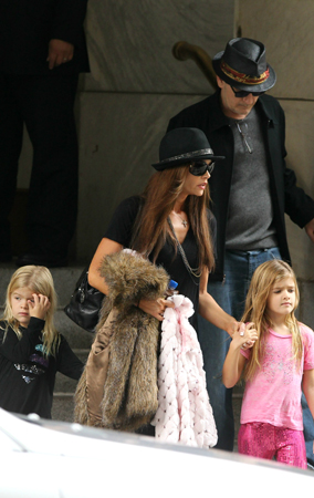 Charlie Sheen On Dad Duty Before Hotel Incident (PHOTOS)