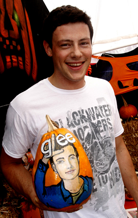 Cory Monteith Brings 'Glee' to Pumpkin Patch (PHOTOS)