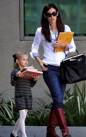 Jen Garner and Violet Visit the Library (PHOTOS)