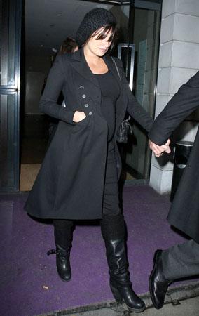 Penelope Cruz Bares Her Baby Bump in London (PHOTOS)