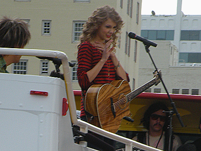 Taylor Swift Performs 'Long Live' for Fan Mob in Hollywood (VIDEO)-photo