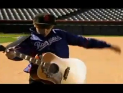 Justin Bieber's World Series Acoustic Jam (VIDEO)
