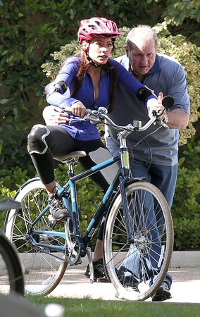 Ed O'Neill and Sofia Vergara Have a Wheel Good Time (PHOTOS)