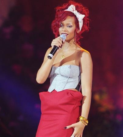 Rihanna's 'S&M': Full Song (MUSIC)